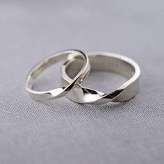 14K White Gold Mobius Wedding Ring Set made to von LilyEmmeJewelry