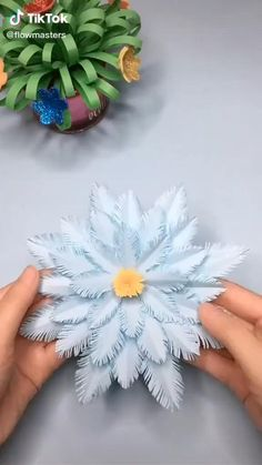 Cool Paper Crafts, Paper Flowers Craft, Paper Crafts Origami, Flower Crafts, Diy Flowers, Diy Paper, Simple Paper Flower, Flower Paper, Flowers Decoration