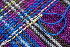 Technique to turn garter stitch to tartan Do something similar with slip stitch crochet? Idea of a tartan shrug Loom Knitting, Knitting Stitches, Free Knitting, Rowan Knitting, Vintage Knitting, Knitting Patterns, Crochet Patterns, Sweater Patterns, Stitch Patterns