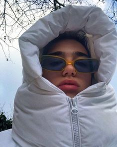 Dua Lipa, hiding in a buffer coat, is our official winter . - Dua Lipa, hiding in a buffer coat, is our official winter mood the You are i - Fashion Over 40, Look Fashion, Winter Fashion, Fashion Outfits, Face Fashion, Fashion Clothes, Fashion Women, Fashion Beauty, Winter Outfits For Teen Girls