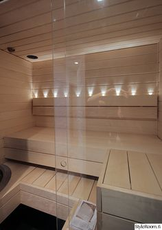 sauna,kylpyhuone,pieni sauna,vaalea sauna,saunan lasiseinä
