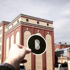 www.brandeau.ch I Die B-rauerei.  •••  #brandeau #brandeaubottles #wasser #water #wasserflasche #wassertrinken #wassergenuss #hahnenwasser #stilleswasser #flasche #karaffe #wasserkaraffe #glasflasche #schweizerwasser #tapbottle #tapwater #brauerei #feldschlösschen #brauereifeldschlösschen #rheinfelden #bierbrauerei #logodesign #bierdeckel #bierdeckelkunst