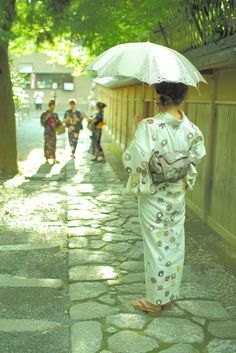 Most Japanese women prefer to stay as white-skinned as possible during summer, so the use of parasols is widespread.