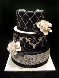 Patterned Wedding Cake. Photo via Cakes over Heels