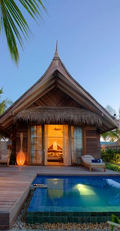 Luxury-Resort-Jumeirah-Vittaveli-Maldives 11 Pool is elevated Hut House, Bali House, Bamboo House Design, Maldives Resort, Maldives Beach, Vacation Home Rentals, House Rentals, Beach Bungalows, Tropical Houses