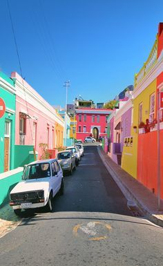 Good morning from Bo-Kaap… I lost myself today in Cape Town's most colorful neighborhood… Isn't that amazing? I'm pretty sure if all cities in the world would have such colorful houses, people would be much happier. Knysna, Oh The Places You'll Go, Places To Travel, Places To Visit, Travel Destinations, Voyager C'est Vivre, South Afrika, Cape Town South Africa, Pretoria
