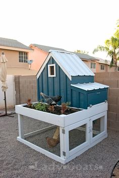 Small Chicken Coop with Planter, Clean Out Tray and Nesting Box | Ana White | Bloglovin'