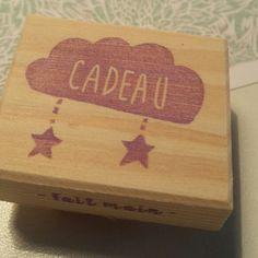 Tampon cadeau pour les créatrices et toutes les personnes qui font des cadeaux...tout le monde en fait   Gift stamp for all you all !