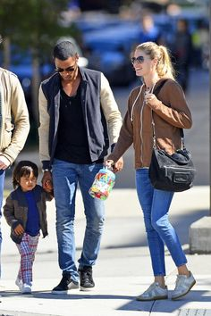 Doutzen Kroes Photos - Doutzen Kroes and Family Go to the Park - Zimbio