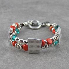 Bracelet 2 rangs métal et perles en verre filé facettes et donuts corail, émeraude transparent