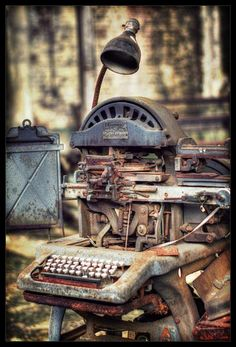 Antique typewriter- luv to imagine who all used it and what they typed on it!