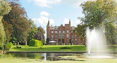 Hotel Lodewijk Van Male i Brugge - Boka de bästa erbjudandena! Unique Hotels, Best Hotels, Stay In A Castle, Castles To Visit, Das Hotel, Top Travel Destinations, Beautiful Castles, Day Trip, Country Style