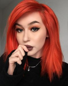 """ARCTIC FOX HAIR COLOR """"A lil fall makeup look. 🍁 So what albums do you guys have on repeat rn? Mine is currently Swimming by Mac Miller 🖤"""" Wedding Hair Colors, Fall Hair Colors, Hair Dye Colors, Hair Color Auburn, Ombre Hair Color, Make Up Looks, Blond, Arctic Fox Hair Color, Bright Red Hair"""
