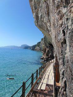Verso le grotte del Bue Marino ( Cala Gonone, Sardegna )