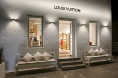 Louis Vuitton Pop-up Store Mykonos Island, Greece Restaurant Mykonos, Visual Merchandising, Boutiques, Louis Vuitton Store, Luxury Store, Boutique Interior, Shop Fronts, Pop Up Shops, Retail Space