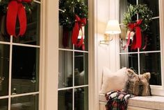 Outstanding Christmas Decoration Ideas For Small House 47 - For each Christmas holiday, many people look for House Christmas Decorations tips for their apartment. It is good to learn some Christmas decorating s. Southern Christmas, Merry Christmas Eve, Christmas Mantels, All Things Christmas, Christmas Home, Christmas Wreaths, Rustic Christmas, Thanksgiving Decorations, Seasonal Decor