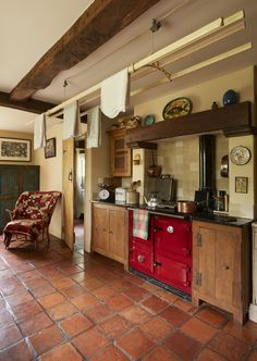Real home: a pretty farm cottage sees an Arts & Crafts inspired restoration | Real Homes