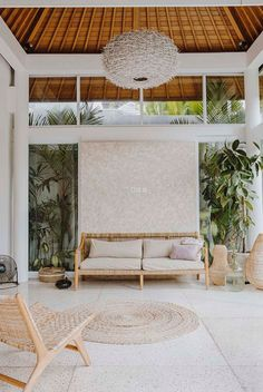 A Modern Balinese Holiday Villa in Canggu Tropical Interior, Modern Tropical, Tropical Houses, Balinese Villa, Balinese Decor, Bali Bedroom, Airy Bedroom, Bali Style Home, Bali Decor