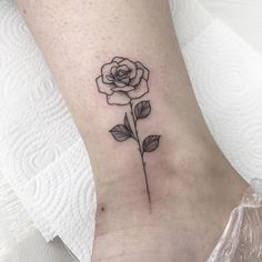 Find the tattoo artist and the perfect inspiration to make your tattoo. - Tattoo created by artist Christine Fachini (christinetfachini) from Blumenau, SC. Dream Tattoos, Time Tattoos, Body Art Tattoos, Cool Tattoos, Floral Tattoo Design, Flower Tattoo Designs, Flower Tattoos, Tiny Rose Tattoos, 5sos Tattoo
