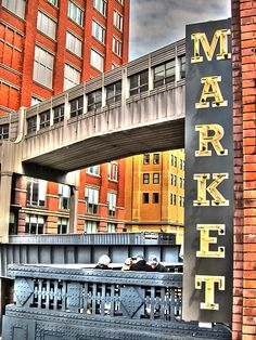 Chelsea Market seen from the High Line. There´s a Anthoropologie store near by. Metropysäkki 14 st:llä.