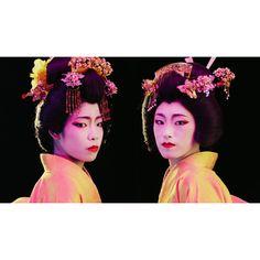 . . ⚪️docomo dカード TVCM🔴 ここぞに使える世渡り術「一発芸」 冨沢ノボルがヘアメイクを担当しています🏮🎏⛩ . . 日本人が古くから様々なシチュエーションで 披露してきた「一発芸」。 いろいろな場面で瞬時に使うことができ、 危機一髪という場面でも周りを喜ばせることができる、 日本人が社会を賢く生き抜くために身につけてきた技です。 そんな日本の一発芸の数々を紹介。 https://youtu.be/xyB9hIw2eHM ______________________________________ #noborutomizawa #noboruok #冨沢ノボル #hairmake #hairmakeup #makeup #cosmetics #hair #artist #ヘアメイク #メイク #コスメ #メイクアップ #docomo #d_card #dカード #🇯🇵 #japan #一発芸 #危機一髪 #日本