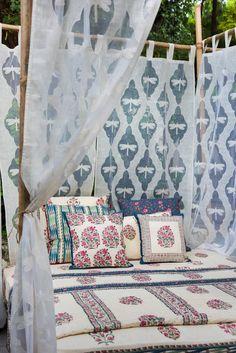 New Bohemian Home Curtains 46 Ideas Indian Bedroom Decor, Ethnic Home Decor, Indian Home Decor, Home Decor Bedroom, Modern Bedroom, Living Room Decor, Diy Home Decor, Bedroom Interiors, Linen Bedroom