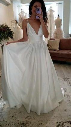Simple Elegant Wedding Dress, Simple Lace Wedding Dress, Simple White Dress, Simple Dresses, Wedding Skirt, Flowing Wedding Dresses, Civil Wedding Dresses, Wedding Bridesmaid Dresses, Casual White Wedding Dress