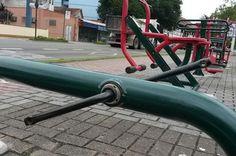 Academia ao ar livre da Avenida Beira-Rio é alvo de vândalos em Blumenau +http://brml.co/1ANRzLQ