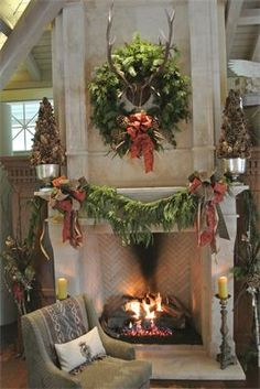 Aspen inspired Christmas mantel : by Leanne Michael (heh. Tommy T's Christmas) Christmas Fireplace, Christmas Mantels, Noel Christmas, Country Christmas, Winter Christmas, All Things Christmas, Christmas Wreaths, Christmas Crafts, Christmas Decorations