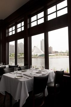 Dine At The Harbor House Milwaukee S Only Restaurant On Lake Michigan With Breathtaking Views Of City And Art Museum