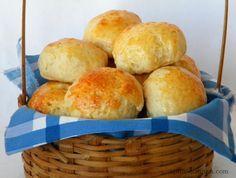 Pão de minuto Ingredientes (15 pãezinhos)  3 xícaras (de chá) de farinha de trigo  1 colher (de sopa) de açúcar  1 colher (de chá) de sal  1 colher (de sopa) de fermento para bolo  2 colheres (de sopa) de manteiga  1 ovo  1 xícara (de chá) de leite  1 gema para pincelar