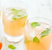 Grapefruit Mint Rum Cooler Recipe - Eat Well and Stay Healthy Grapefruit Recipes, Grapefruit Diet, Pear Drinks, Acai Berry Diet, Diet Recipes, Vegetarian Recipes, Healthy Ways To Lose Weight Fast, Zone Diet, Diet And Nutrition