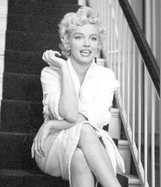 "1,844 Likes, 7 Comments - Marilyn Monroe ❤ RaRa Reid (@norma_jeane) on Instagram: ""Marilyn during the filming of #TheSevenYearItch in 1954. #MarilynMonroe #NormaJeane"""