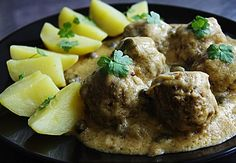Original and Authentic German Recipes. Find traditional and classic recipes for cakes and cookies, desserts and soups, bread and local food specialties. Koenigsberger Klopse or Meatballs