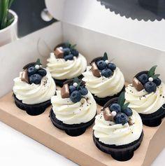 Beaux Desserts, Fancy Desserts, Cupcake Recipes, Baking Recipes, Dessert Recipes, Mini Cakes, Cupcake Cakes, Boutique Patisserie, Cafe Food