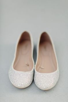 Ballet flats wedding shoes - sparkly white. Charming!