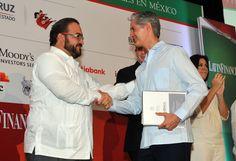 El gobernador Javier Duarte de Ochoa aseveró que los veracruzanos se han sumado al llamado del Presidente Enrique Peña Nieto para mover y transformar a México, y muestra de ello es que empresarios agregan valor para avanzar juntos hacia la prosperidad de la nación entera.
