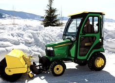 John Deere X748 Riding Mower