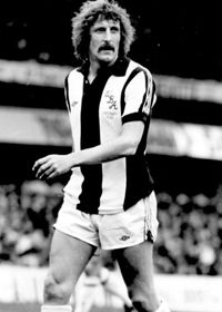 Tony 'Bomber' Brown in 1979 Vintage Football, Football Soccer, Football Shirts, West Bromwich Albion Fc, Tony Brown, Nostalgic Pictures, Sports Photos, Sport Man, Premier League