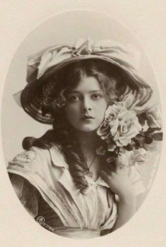 vintage everyday: 30 Vintage Portrait Photos of Beauties with Chapeau from the Late and Early Centuries Images Vintage, Photo Vintage, Vintage Pictures, Old Pictures, Vintage Postcards, Old Photos, Antique Photos, Vintage Photographs, Poses References