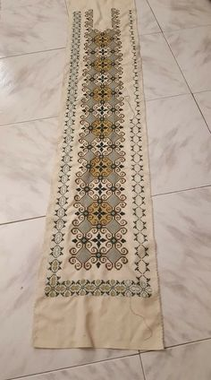Cross Stitch Art, Cross Stitch Patterns, Palestinian Embroidery, Loom Beading, Needlework, Bohemian Rug, Diy Crafts, Beads, Crochet