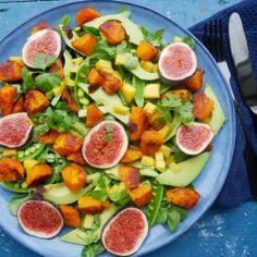 Her kommer en skøn salat, som I kan bruge til juleaften eller julefrokoster. I min optik skal der være en grønkålssalat eller en rødkålssalat til julemiddagen. Denne her kunne være et frisk bud, som en kontrast til den fede julemad !:) .. I må gerne skrive, hvad der er i jeres favorit jule