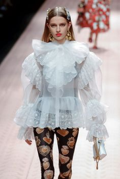Dolce & Gabbana Ready To Wear Spring Summer 2019 Milan - Beauty Black Pins Live Fashion, Fashion Show, Fashion Outfits, Fashion Design, Fashion Fashion, Couture Fashion, Runway Fashion, Vetements Shoes, Elegantes Outfit Frau