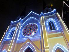 3. Iglesia La Porciúncula en la Avenida de Chile cerca del Hotel JW Marriott Bogotá y El Hotel Hilton Bogotá