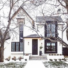 29 ideas house goals exterior architecture for 2019 Style At Home, Casas Containers, Design Exterior, Black Exterior, Exterior Doors, Exterior Houses, Facade Design, Covered Front Porches, Modern Farmhouse Exterior