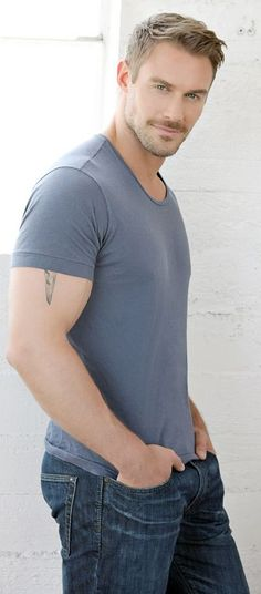 Jessie Pavelka a 'close up' of the original photo.....if you 'know' and can 'remember' :D ;) :3