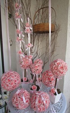 lindo kit R$539,99 composto por : 2 bolas G contem 48 rosas mede aprox. 17x17 2 bolas M contem 30 rosas mede aprox.15x15 2 topiaras M contem 12 rosas mede 11x35 cm.alt. 2 topiaras G. mede 11x40 cm.alt. 2 mobiles de 80 cm. de comprim. Caba mobile co. 6 mini rosas Tudo em rosas em e.v.a. ... Mobiles, Arte Floral, 30, Main Colors, Yellow Roses, Party Kit, Ideas, Products, Everything