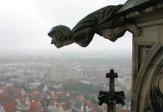 (Gargoyle jumping from the cathedral of Ulm – image credit: Alex)