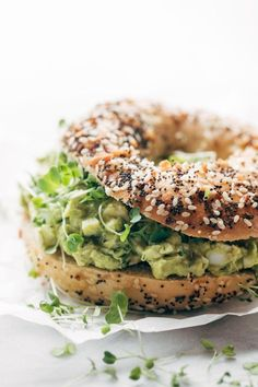The Best Avocado Egg Salad - Pinch of Yum Avocado Egg Salad - no mayo here! just avocados, eggs, herbs, lemon juice, and salt. Especially good on an everything bagel. Bagel Toppings, Lunch Recipes, Vegetarian Recipes, Cooking Recipes, Healthy Recipes, Vegetarian Grilling, Tailgating Recipes, Healthy Grilling, Salad Recipes