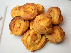 Cheese Snacks, Cheese Appetizers, Yummy Appetizers, Yummy Snacks, Appetizer Recipes, Yummy Food, Palmetto Cheese, Pinwheel Recipes, Beach Meals